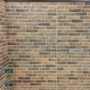 Фото аккуратного шва для компенсаций термических расщирений на панели под кирпич NICHIHA EJB492