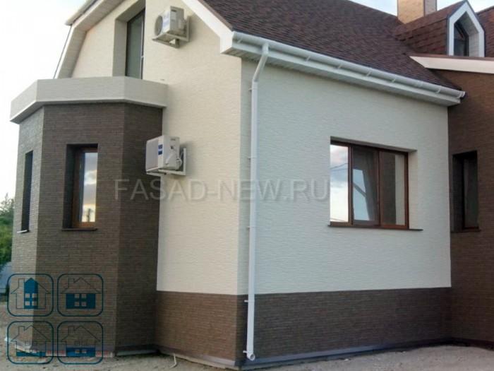 Фото фасада дома облицованного фиброцементными панелями NICHIHA под коричневый камень EFX3353 и белую штукатурку 3Д EFX2952