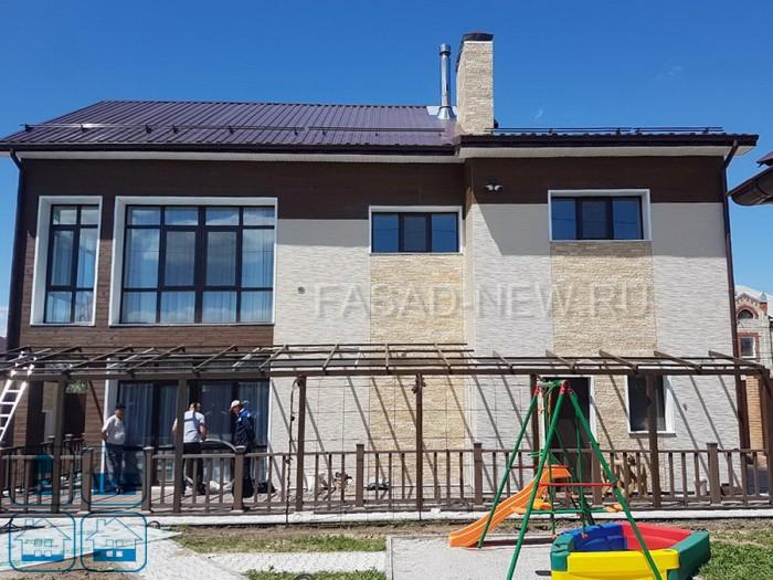 Фото фасада с отделкой фасадными панелями NICHIHA под штукатурку (EPA386), под камень (EJB5123\EJB513), под дерево (EPS494). Владивосток 2017