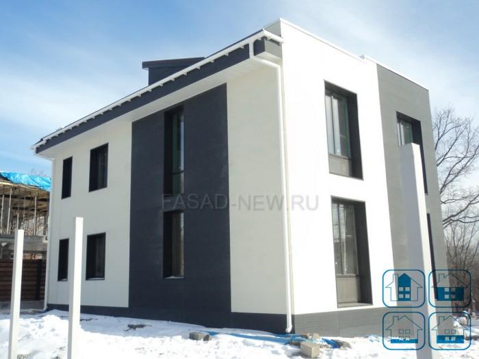 Фото: фасадные фиброцементные панели NICHIHA под белую штукатурку 3D EFX 2952, темную - EFX 3755. Владивосток 2017.
