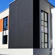 Современная хай-тек отделка фасада дома панелями Ничиха