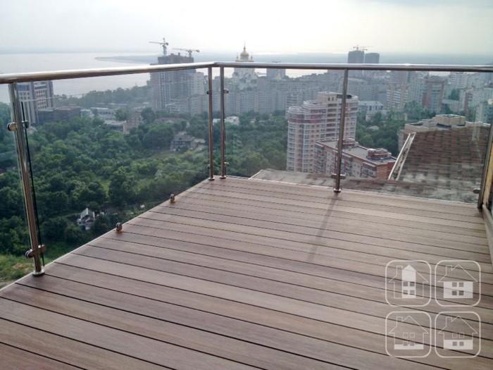 Сделать балкон премиальной террасой – легко с декингом Ultrashield