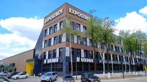 Фасад центра Expostroy - фиброцементные панели NICHIHA под дерево
