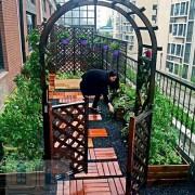Садовый паркет из дерева на террасе