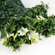 Искусственная трава в рулонах Лилии белые