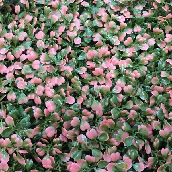 Зеленая искусственная изгордь Самшит зелено-розовый